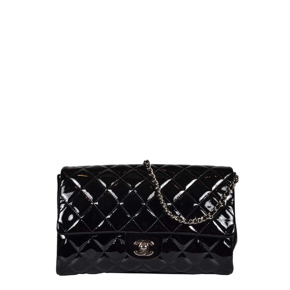 Chanel Clutch Pochette Lackleder schwarz mit Kette Hardware silber